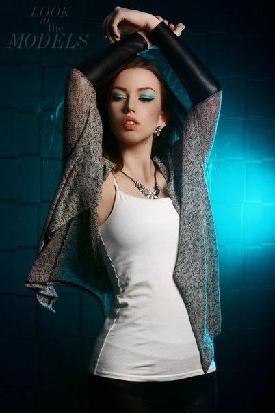 Девушка модель юноши работа работа в веб студии моделью