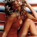 Фотография актрисы фэрры фосетт, сделанная в 1976 году в её доме, стала самым продаваемым плакатом в истории.