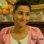 Известная турецкая актриса Азлем Конкер родилась в Анкаре в 1973 году.