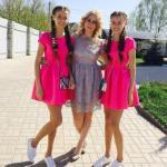Скандал вокруг жуткой ситуации, в которую попали 14-летние школьницы близняшки из Липецка, не утихает.