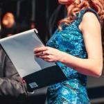 Инга Алексеева - яркая, творческая, тактичная ведущая и телеведущая.
